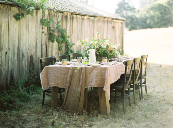 Rustic-Green-and-Blush-Wedding-Table-600x447
